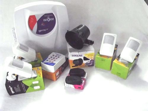 Kit Alarme -4 sensores com fio + 1 central de alarme + 2 controles + 1 discadora + 1 sirene GENNO