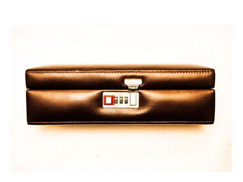 Caixa para 6 Relógios com segredo Pinhão