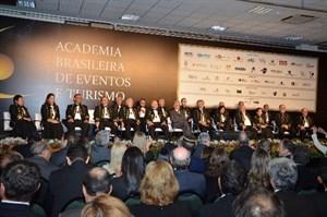 ABEOC empossa novos acadêmicos