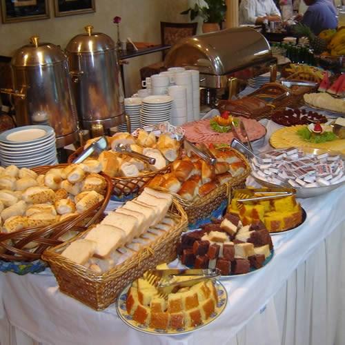 Caf da manh fornecedores salvador eventos bahia for Modelos de mesas para cafeteria
