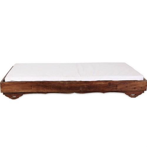 Locação Puff cama de madeira