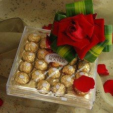 Arranjo de flor Ferrero Rosa Colombiana