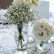 Decoração com flores para boda de prata