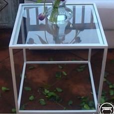 Mesa lateral de ferro