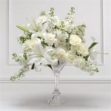 Arranjo de flores brancas para casamento