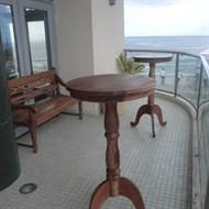 Locação mesa bistrô de madeira