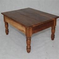 Locação mesa de centro de madeira