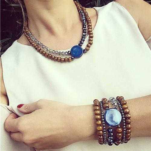 BCT.J03.A (azul) Bracelete contas de madeira certificada, pedra Ágata, cristais e metais banhados a grafite