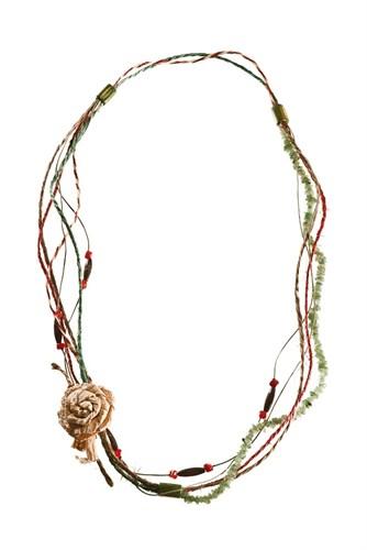BN.C02 Colar de fios de Sisal, fios de Couro indiano, pedra Jade Malaquita em cascalho, contas de Bambu, contas de Madeira certificada, semente de Pau Brasil, Flor de palha de bananeira