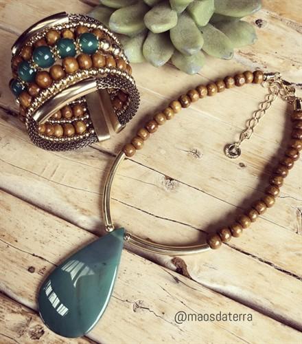 M.BCT21.V Bracelete pedras ágata, madeira e metais banhados a ouro