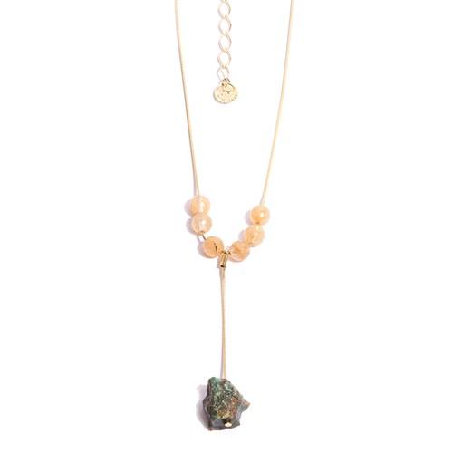TR.C3 - Colar curto/medio pedras Quartzo Rutilo e pedra Jade Esmeralda ru´stica com metais banhados a ouro