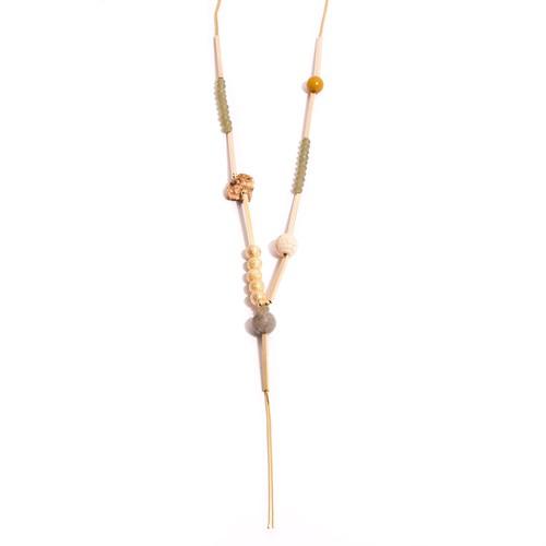 TR.C5 Colar longo pedra Zionite rosa rustica, cristais, pedra jade mostrada, esfera de pedra Labradorita, pedra Howlita e metais banhados a ouro