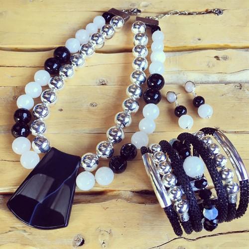 F16.BCT2.P  Bracelete Pedra Jade Milk, Cristais e metais banhados a prata