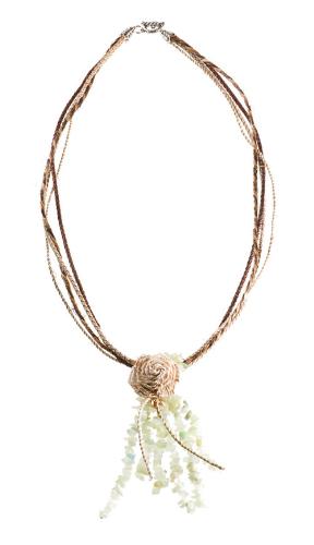 BN.C19 Colar de pedra Jade Novo em cascalho, fios de Fibra de Buriti, fios de Sisal e flor de palha de bananeira.