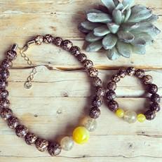 BN.C33.X Conjunto de Gargantilha e Pulseira com pedras Ágata amarelas, Pedras Quartzo Rutilo, Sementes de paixubão e metais banhados a ouro