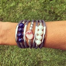 O16.BCT1 Bracelete Perolas de Murano, Pedra natural Lapis Lazuli, Madrepérola, malha de alumínio e metais folheados a páladio e prata.