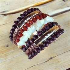 BCT.X123 Bracelete Madreperolas, Cristias, Madeira e metais banahdos a ouro