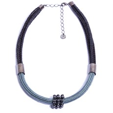 NU.C4 Colar medio corda cinza, couro trançado e pedra Hematita com metais grafite