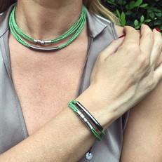 CJ.N1 (VERDE) Conjunto colar e pulseira feitas com fibras naturais (palha de arroz) e metais banhados a paládio e grafite
