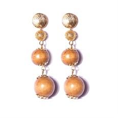 B1.NOV Brinco longo esferas de madeira e metais folheados a ouro.