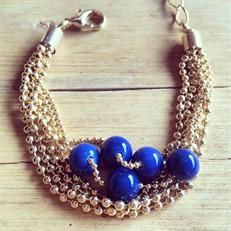 P.X11 (azul) Pulseira de esferas de Ágata azul e metais folheados a ouro.