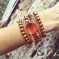 BCT.J03 Bracelete Pedra Ágata, Cristais, contas de Madeira Certificada e metais banhadas a ouro