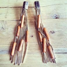 B.2  (laranja) brinco de bambu e metais folheados a ouro.