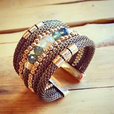 BCT.A2 Bracelete conta de pedra natural Quartzo Rutilo Dourado, cristais, malha em alumínio e metais folheados a ouro.