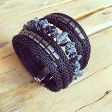 BCT.X64.1 Bracelete Pedra Obsidiana em cascalho, malha de alumínio preta e metais banhados a grafite