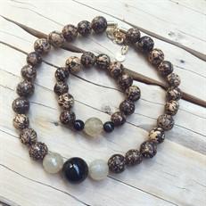 BN.C33.P  Conjunto de Gargantilha e Pulseira com pedras Ágata Pretas, Pedras Quartzo Rutilo, Sementes de paixubão e metais banhados a ouro