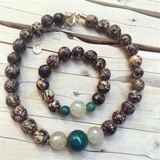 BN.C33.V  Conjunto de Gargantilha e Pulseira com pedras Ágata Verdes, Pedras Quartzo Rutilo, Sementes de paixubão e metais banhados a ouro