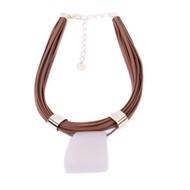 CP.C2 Colar pedra Ágata branca, couro ecologico caramelo e metais banhados a ouro