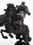 Batman The Dark Knight Returns A Call to Arms Mini Battle Statue DC Comics - DC Collectibles