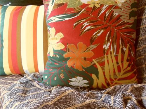 CAPA SARJADA TROPICÁLIA 45 x 45 - Flor Vermelha