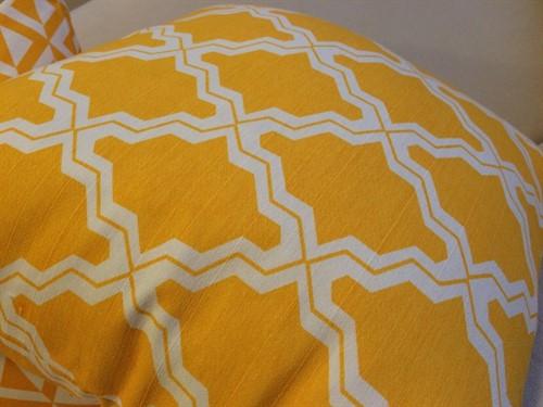 CAPA BASIC LAJOTA 45 x 45 - Amarela