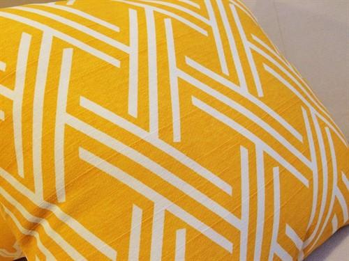 CAPA BASIC TRAMA 45 x 45 - Amarela