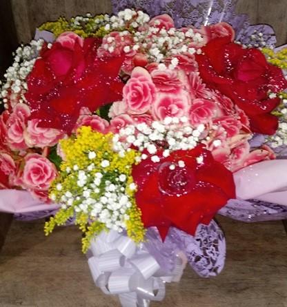 Begônia com rosas colombianas