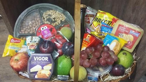 Cesta Vinho, Frutas, Queijos e Aperitivos