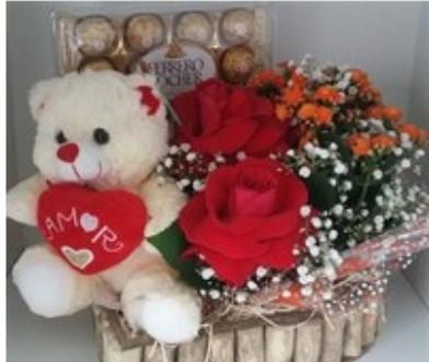 Arranjo Urso, flores e bombons