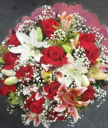 Bouquet de Lírio e rosas gigantes colombianas