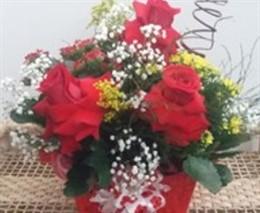 Arranjo de Calandivas com rosas colombianas