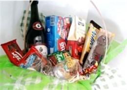 Linda cesta chocolates e vinho