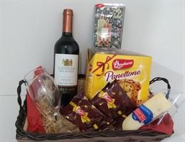 Linda cesta de natal com vinho