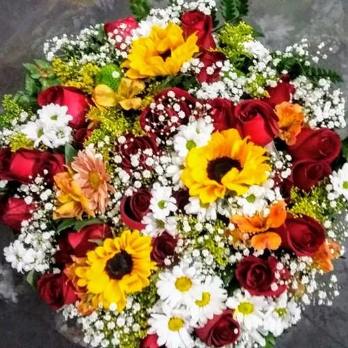 Bouquet de Flores do Campo e Rosas