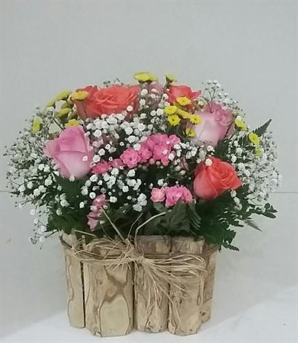 Arranjo de rosas e Kalanchoe no cachepot