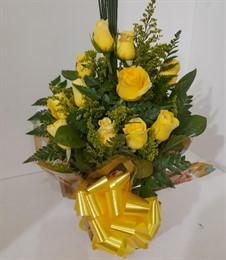 Lindo arranjo com rosas amarelas
